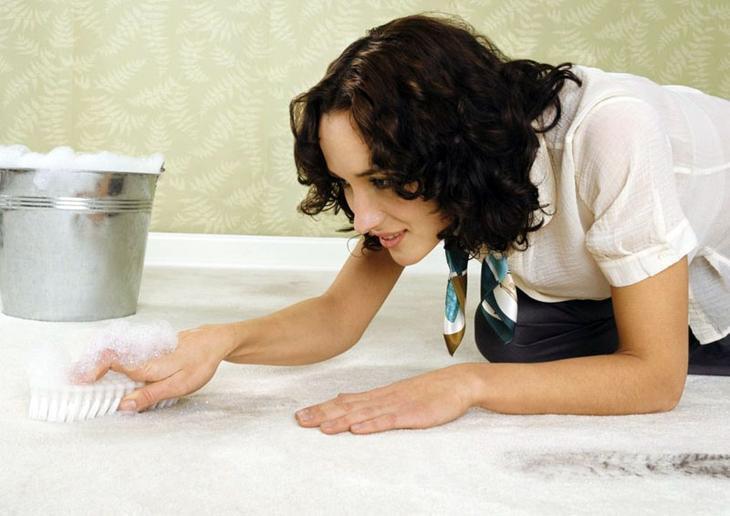 Для светлых покрытий подойдёт любое моющее средство