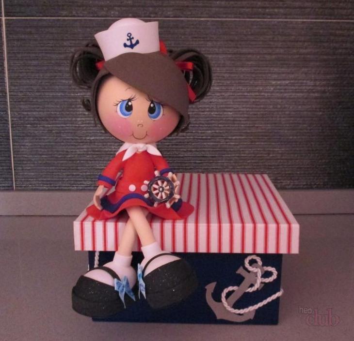 Кукла из фоамирана может быть окружена какими-нибудь вещами