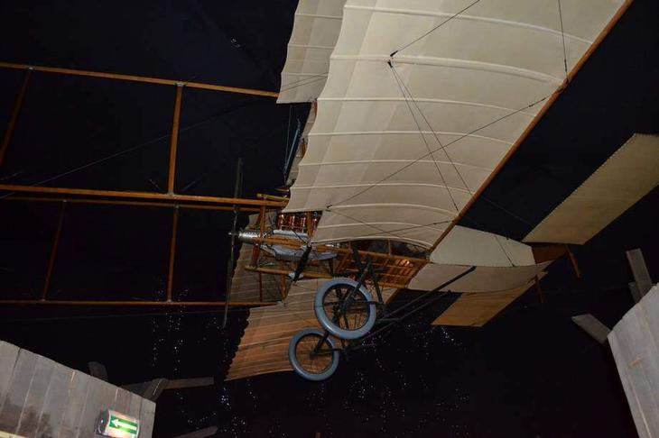 Самолет  Фарман I – он же Вуазен-Фарман, Вуазен 1907 г., Вуазен № 2, Вуазен II. Аэроплан был построен по заказу Анри Фармана, который в то время сам работал на фирме «Вуазен» и принимал участие в строительстве самолета. Построен по заказу А. Фармана, который в то время работал на фирме «Вуазен» и сам принимал участие в строительстве самолета. На этом самолете Анри Фарман не только достиг первых впечатляющих успехов, установил ряд рекордов и завоевал много призов, но и почувствовал себя самого авиаконструктором. Набравшись опыта, он уйдет от Вуазена и организует собственную фирму, ставшую всемирно известной всего за год