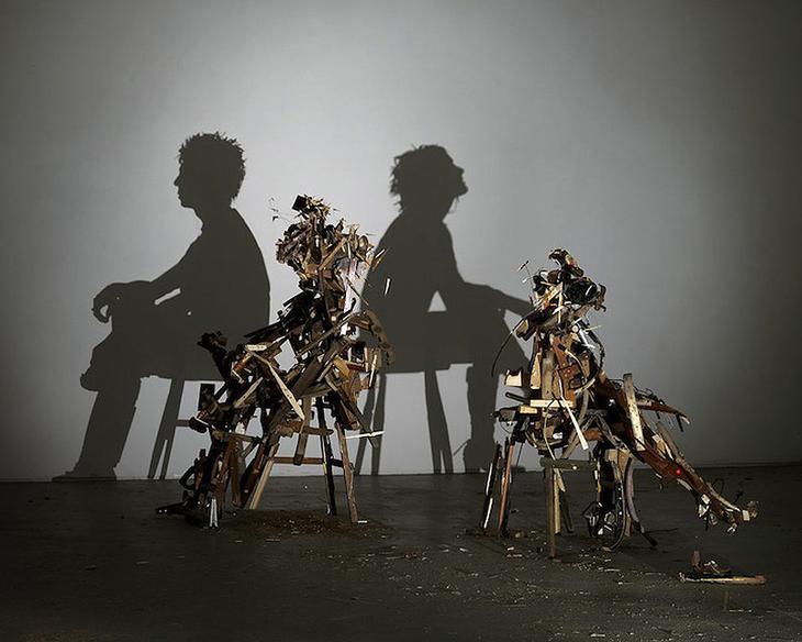 Shadow Sculptures 8 Невероятные скульптуры из груды мусора, света и тени