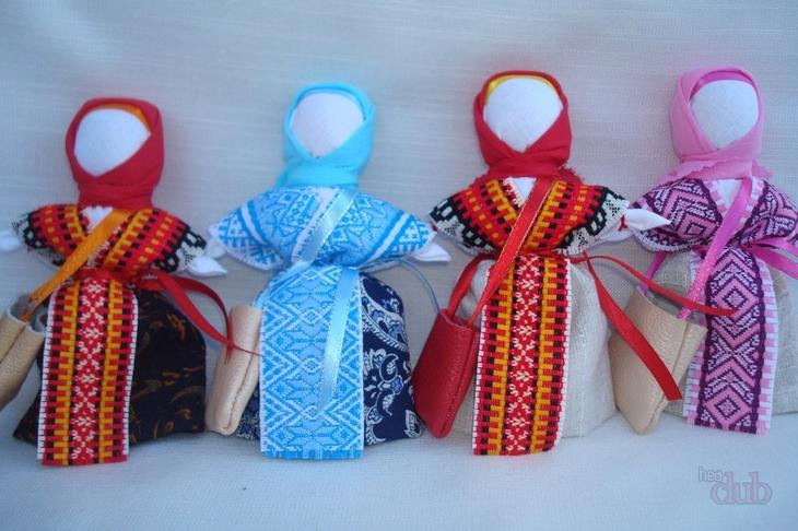 Одевать куклу-оберег успешницу стоило так, как одевались местные жительницы