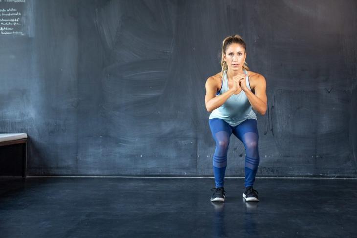 Лучшие упражнения для ног, после которых будет не стыдно надеть юбку или шорты