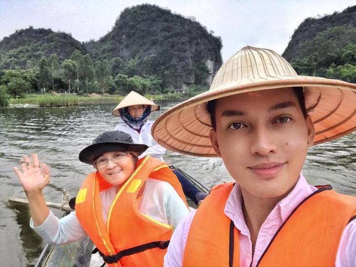 Сын отблагодарил мать за тяжелые 20 лет работы прислугой, взяв ее в тур по странам Азии