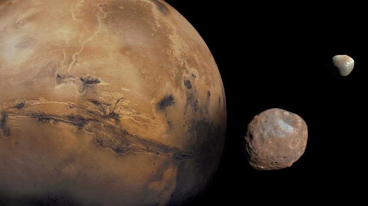 Марс и его спутники / ©NASA