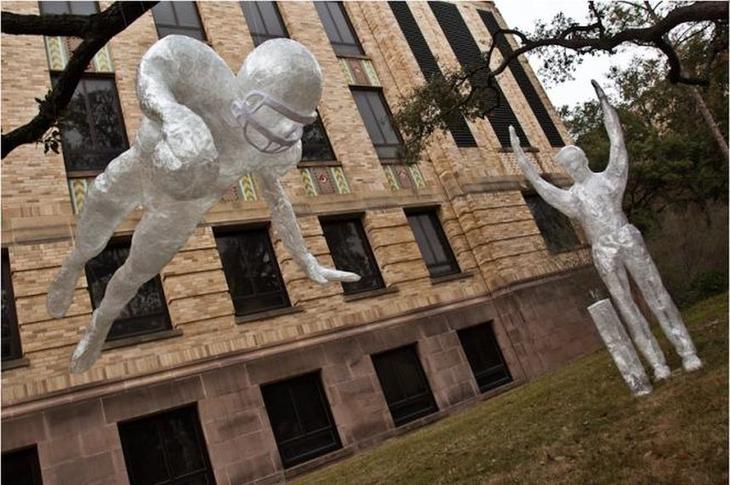 Max H Победа Лучшие работы конкурса скульптур из скотча Off the Roll 2012