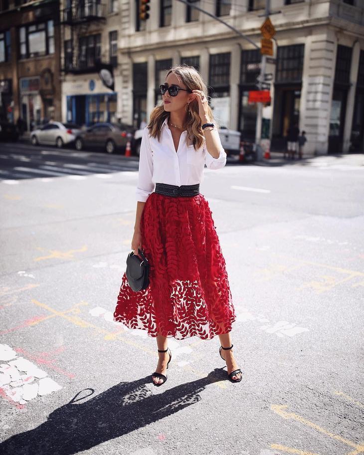 С чем носить юбку миди летом фото 19