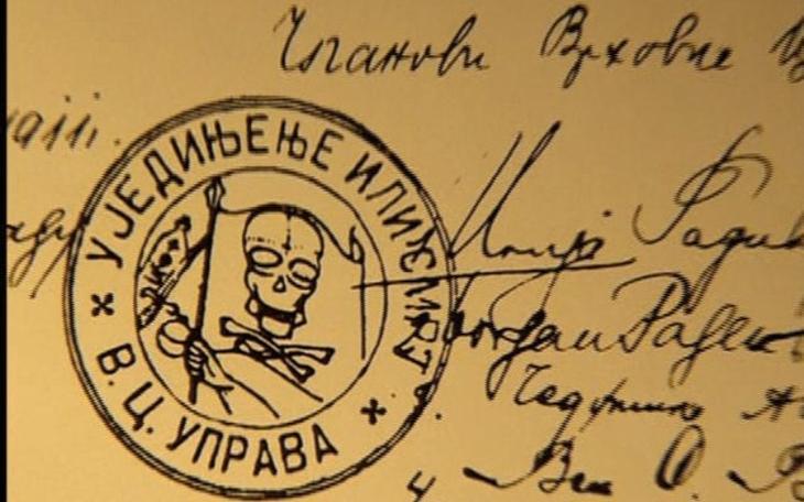 Черная рука Южнославянская тайная националистическая организация появилась в 1911 году. По одной из версии, возникла она как ответвление группировки «Народная Оборона», которая стремилась объединить все славянские народы. Своей целью организация ставила борьбу за освобождение сербов, находившихся под властью Австро-Венгрии. В ее составе были офицеры сербской армии и некоторые государственные чиновники. С «Черной рукой» была связана группа террористов, убивших эрцгерцога Франца Фердинанда, чья смерть стала поводом для начала Первой мировой войны. В 1917 году по приказу короля Сербии Александра I Карагеоргиевича организация была ликвидирована, а ее глава полковник Драгутин Дмитриевич и его приближенные расстреляны.