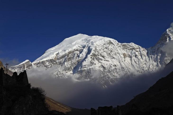 Гангкхар-Пуенсум. Наивысшая непокоренная вершина в мире Непокоренные вершины, альпинизм, горы