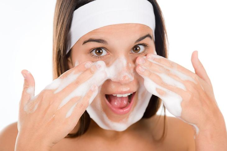 Применение мыла для умывания лица