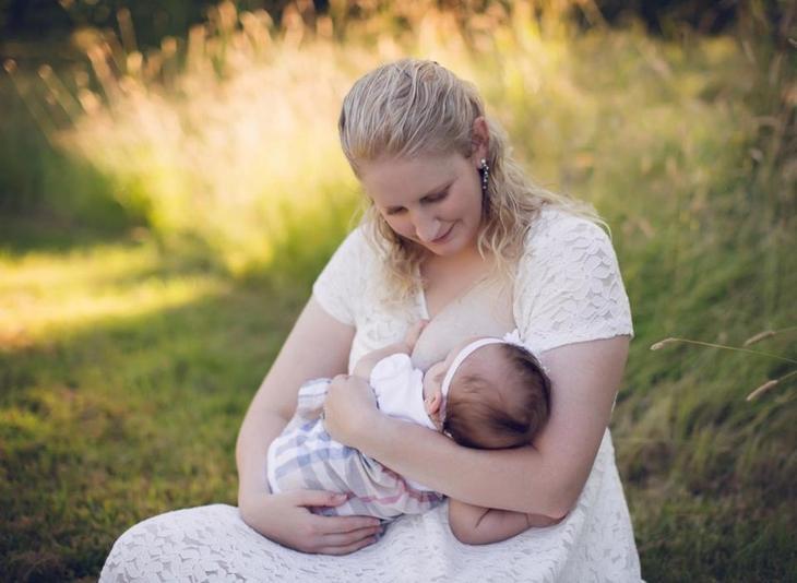 Она пожертвовала 2,5 тонны грудного молока, вырабатывая его в 10 раз больше других мам в мире, грудное молоко, дети, добро, люди, молоко