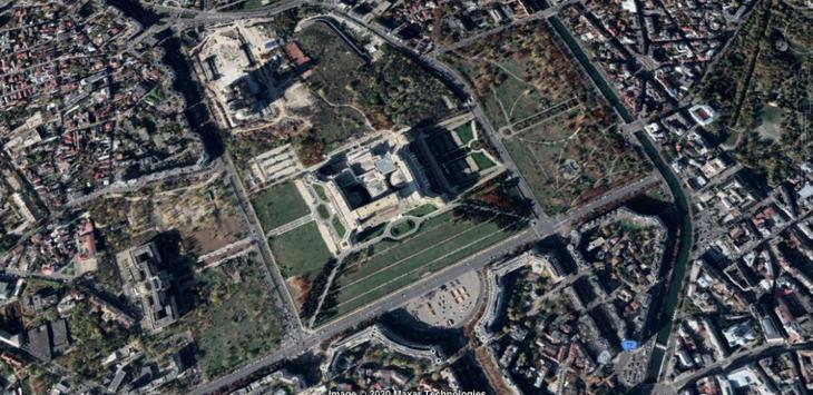 Детализированный снимок Дворца Парламента, сделанный из космоса