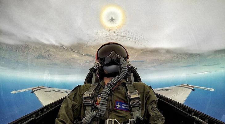 AFThunderbirds  Люси в небе с алмазами: селфи пилотов самолетов