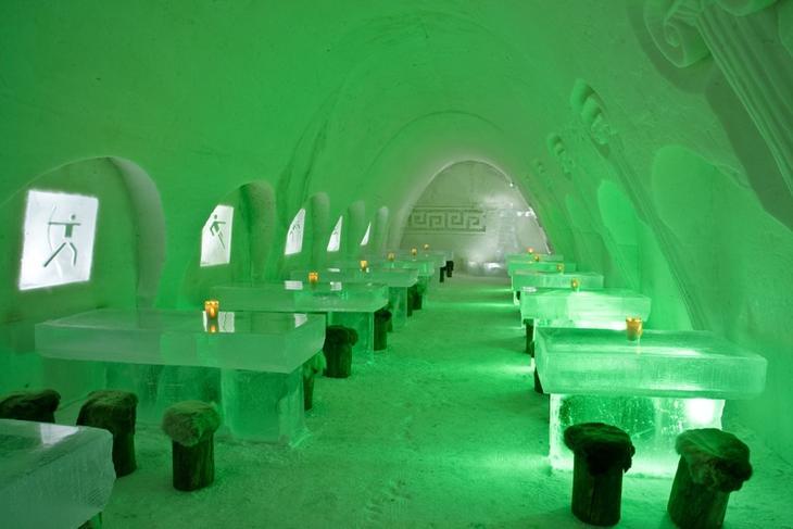 Ледяной ресторан в замке-отеле Финляндии. Фото
