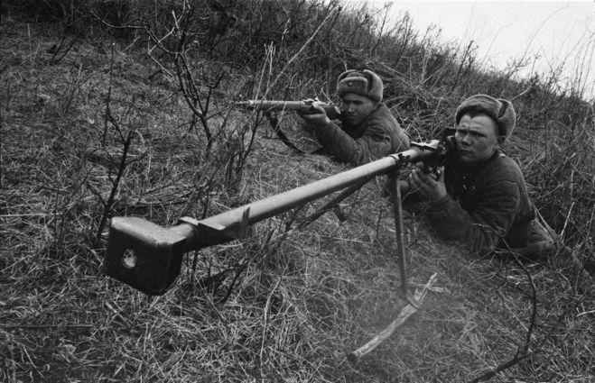 Почему прицел и мушка у противотанкового ружья ПТРД-41 были смещены влево по отношению к каналу ствола