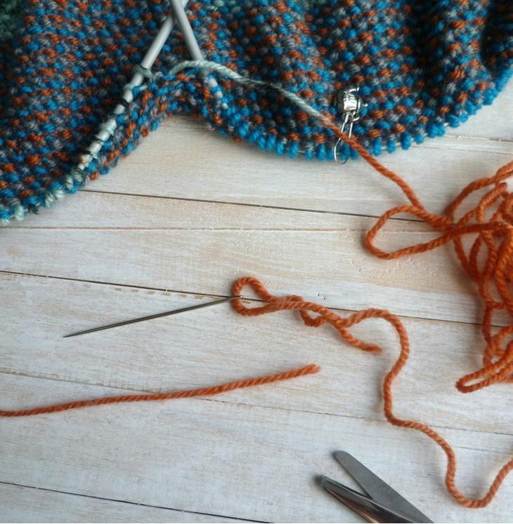 Как соединить нити при вязании спицами