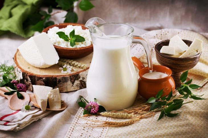 от молока болит живот