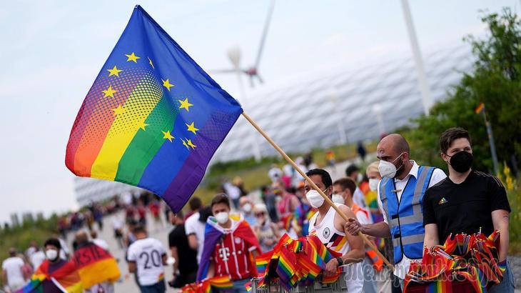 «Переделать Европу под себя»: как венгерский закон об ЛГБТ разваливает ЕС