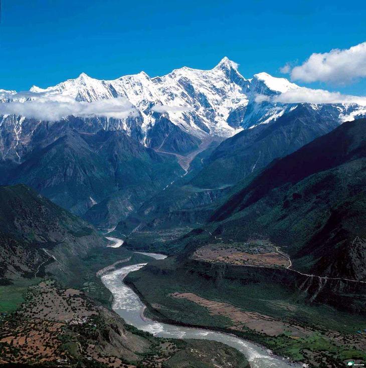 Большой каньон Цангпо КНР. Вниз не смотреть. Самые глубокие каньоны планеты. Фото с сайта NewPix.ru