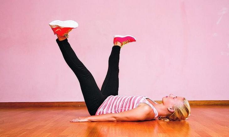 Это упражнение быстро придаст тонус ногам