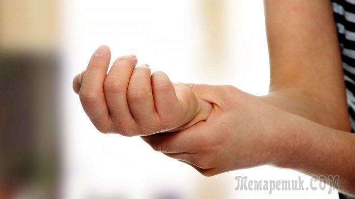 Периодически немеет правая рука