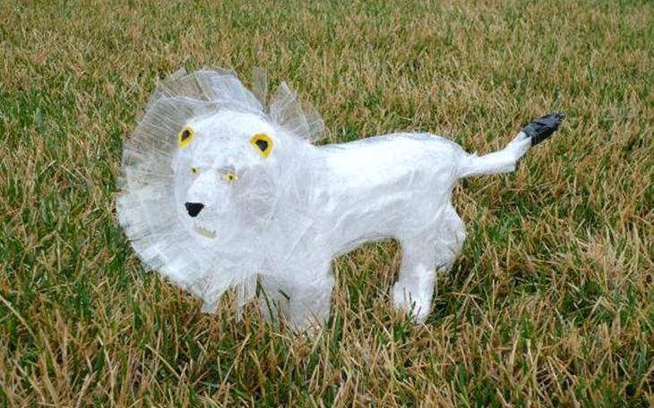 Natasha M Король джунглей Лучшие работы конкурса скульптур из скотча Off the Roll 2012