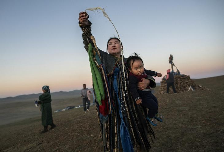 Shamanskie-ritualy-v-Mongolii 5