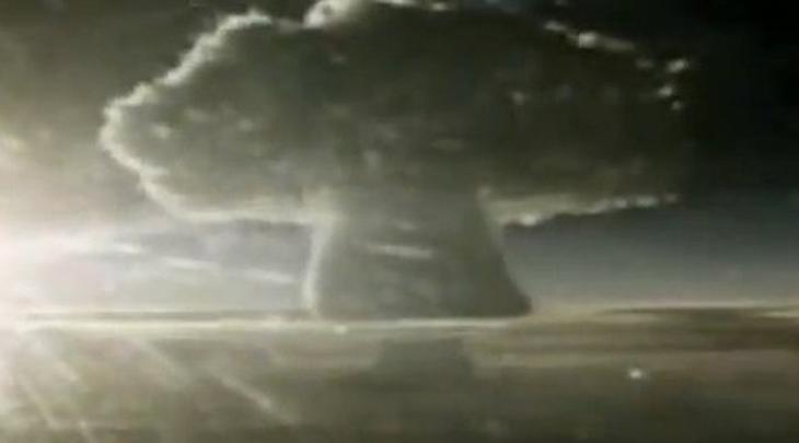 Иви Майк Это стало первым в мире испытанием термоядерного взрывного устройства. США решили тестировать водородную бомбу неподалеку от Маршалловых островов. Детонация Иви Майка была настолько мощной, что просто-напросто испарила остров Элугелаб, где происходили испытания.