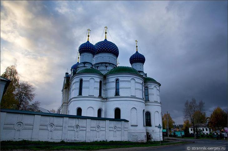 Достопримечательность Углича - женский Богоявленский монастырь