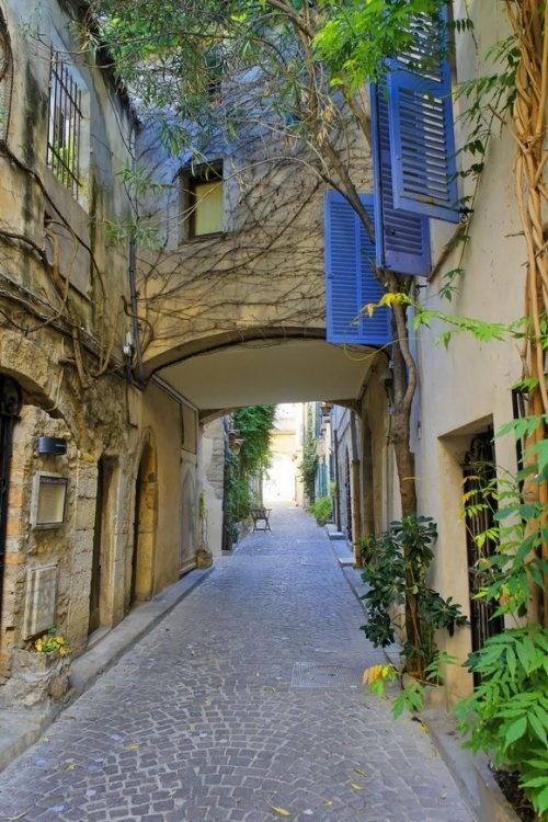 15 очаровательных переулков со всего мира