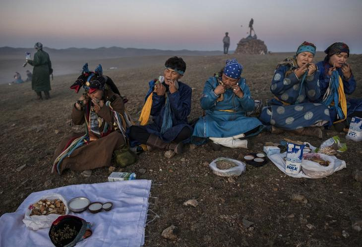 Shamanskie-ritualy-v-Mongolii 13