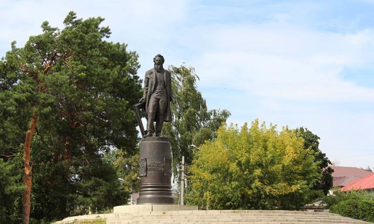 Памятник И. И. Шишкину