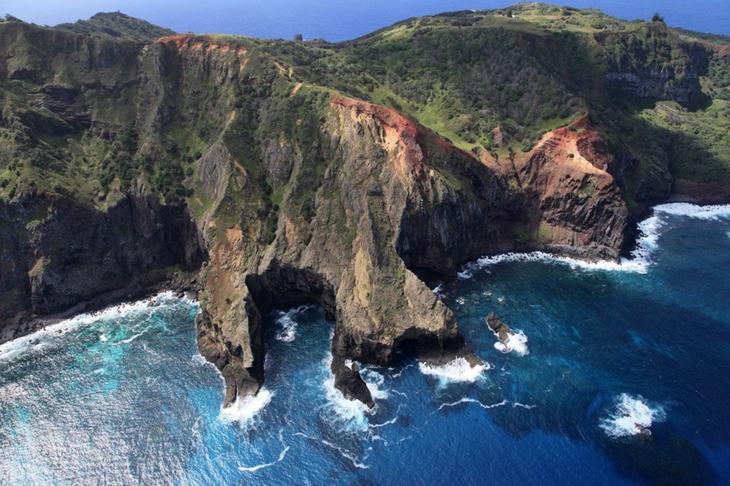 cliffs-pitcairn_island
