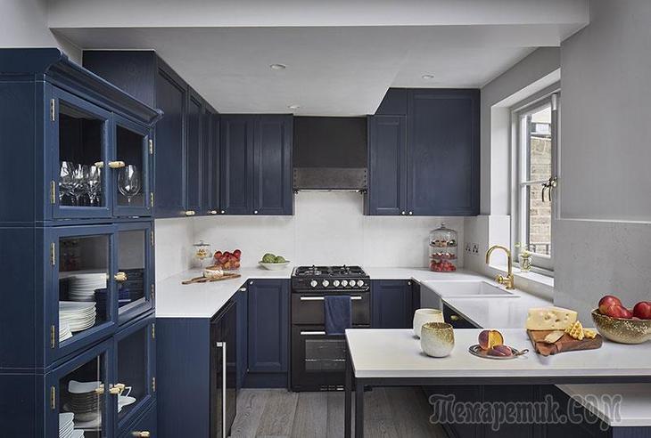 Дуплекс в Лондоне со светлой кухней и гостиной в голубых тонах