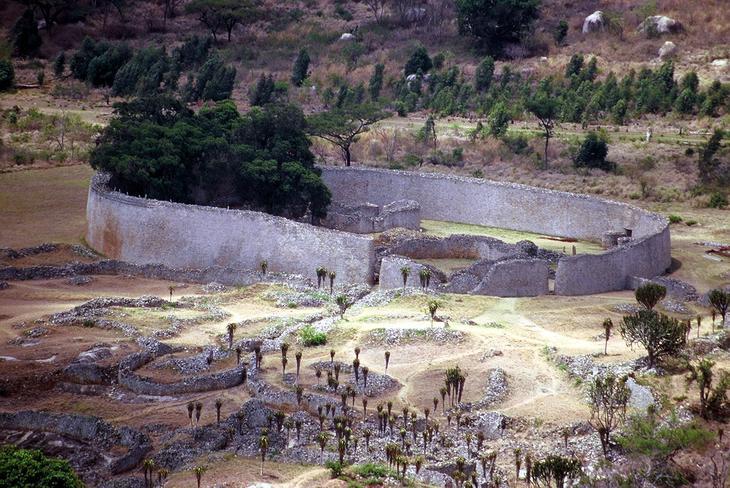 Большой Зимбабве Зимбабве. Уцелевшие останки цивилизаций. Самые загадочные сооружения планеты, сохранившиеся до наших дней. Фото с сайта NewPix.ru