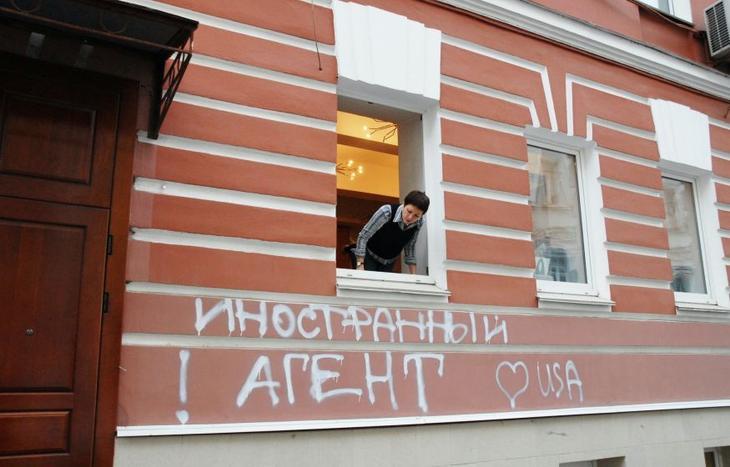 Большинство россиян лояльны к «иноагентам» и не верят в версию властей о вмешательстве Запада