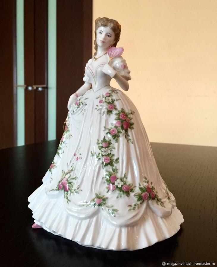 e227cde2245831da82748b716ciz-vintazh-royal-worcester-statuetka-koroleva-serdets-viktorians