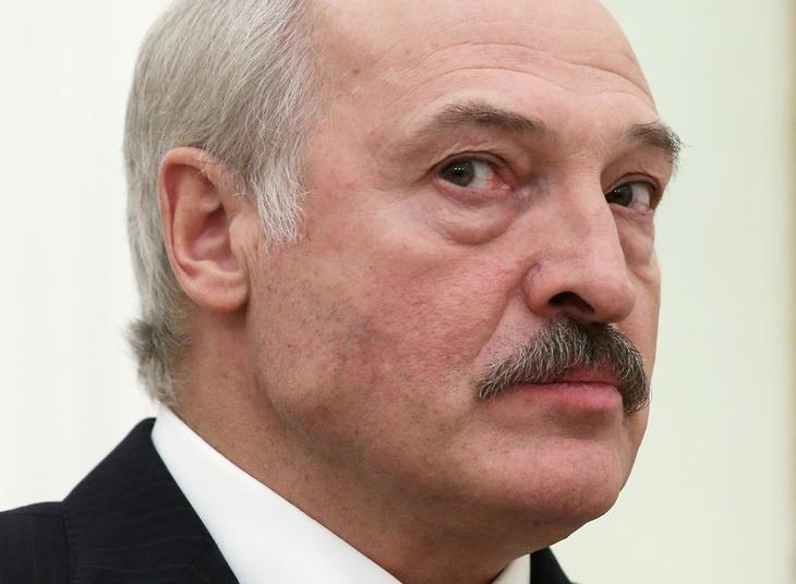 Лукашенко сбежал в Россию на фоне охвативших страну протестов