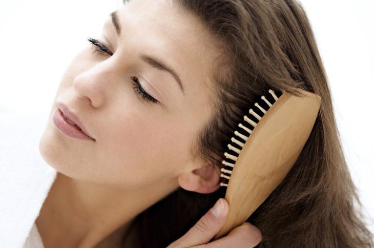 Как почистить расческу для волос, массажку от грязи