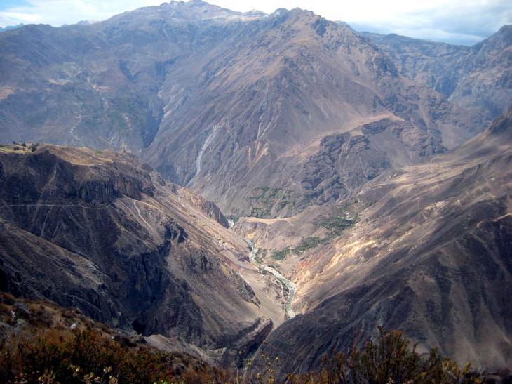 Каньон Колка Перу. Вниз не смотреть. Самые глубокие каньоны планеты. Фото с сайта NewPix.ru