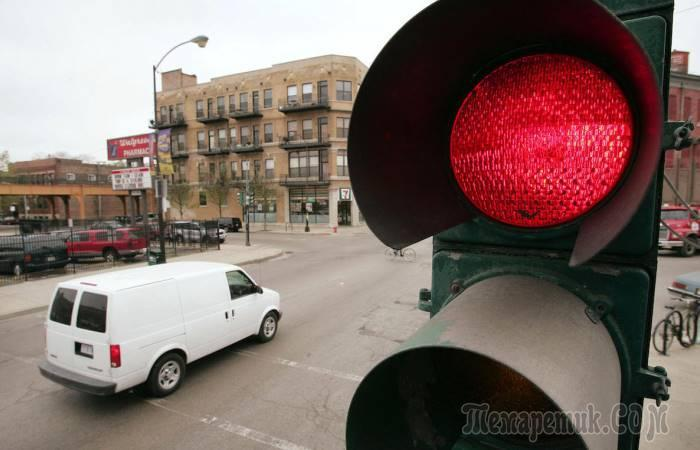 5 ситуаций, когда водитель имеет полное право проехать на красный сигнал светофора
