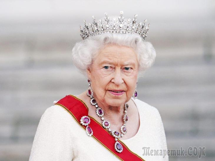 Разогнала парламент, запретила Brexit: на что способна королева