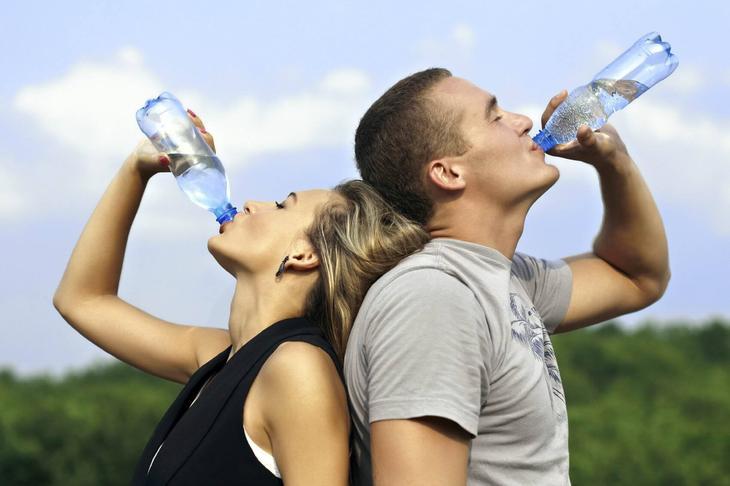 При чистке организма активированным углем следует употреблять много жидкости