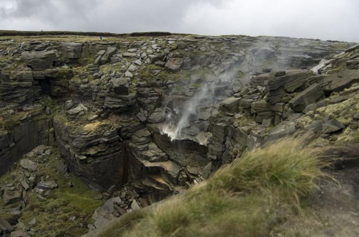Водопады, текущие вверх земля, природа, удивительное рядом, чудеса