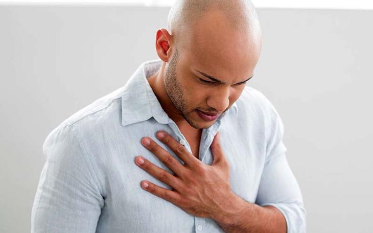 Боль в груди слева отдающая в руку
