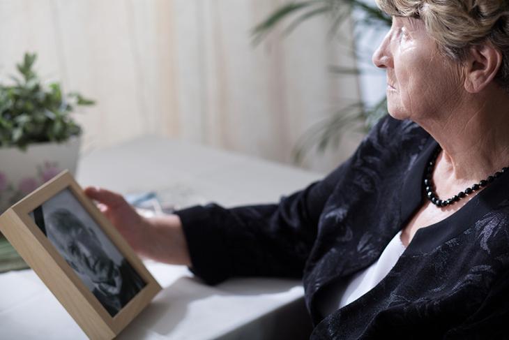 Исследование: одинокие женщины в старости здоровее и счастливее замужних