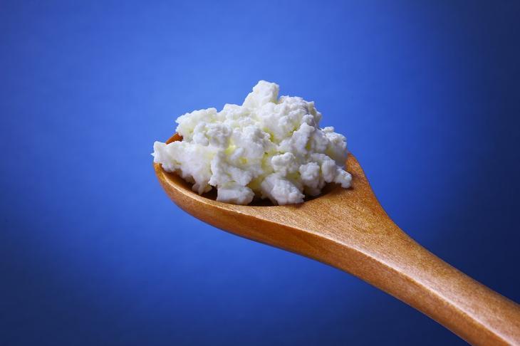 Факт 8: Сырный продукт предупредит мигрень и сердечные приступы