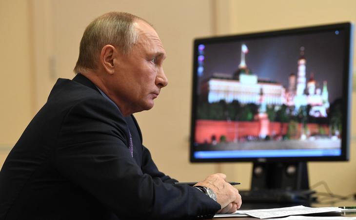 Путин заявил об испытываемой им оторопи при просмотре телевизора