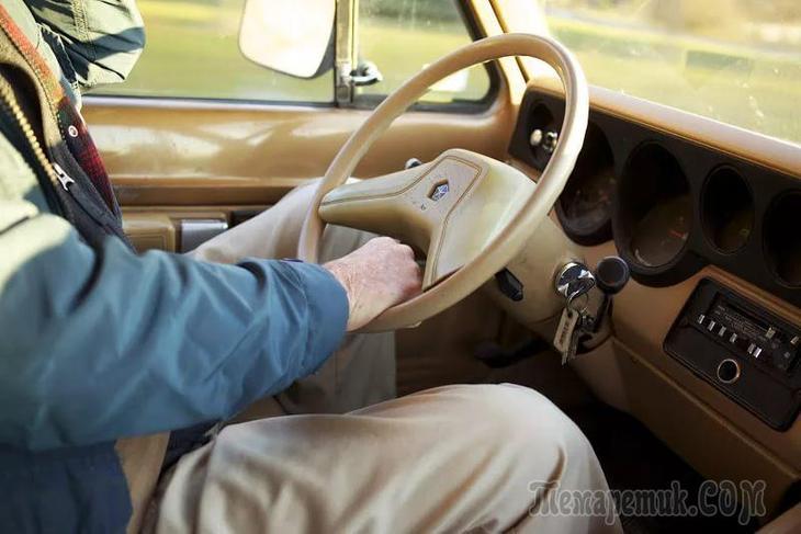 Должен ли пенсионер платить налог на автомобиль