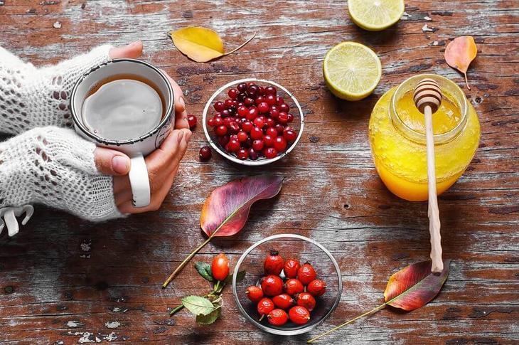 Мед можно сочетать с полезными ягодами