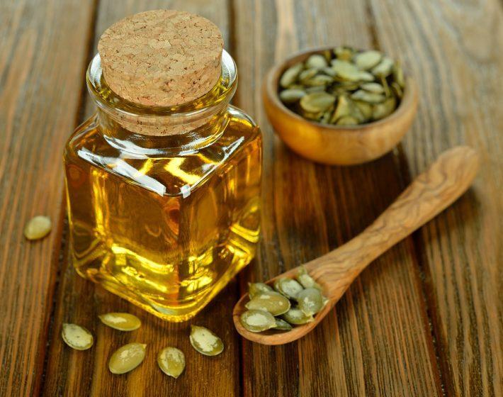 Тыквенное масло: польза и вред для женщин, мужчин и детей и как принимать в лечебных целях для здоровья? Рецепты применения масла из тыквенных семечек в медицине, косметологии, гинекологии